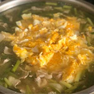 今日の昼飯と晩飯「豚バラと小ネギの具だくさん味噌汁」