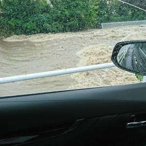 近くの川、危険水位