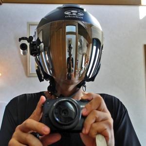 ヘルメットのシールドはミラーがカッコいいのだけども・・