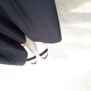 【衝撃!思わぬところが痩せていた!】「サンダル」VS 「49歳の足」、  のお話。