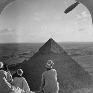 エジプト上空のLZ-127 グラーフツェッペリン