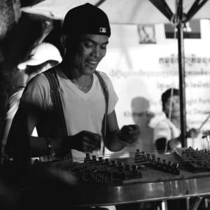 Vanthan Ly  - カンボジアの音楽 & PHARE カンボジアのサーカス