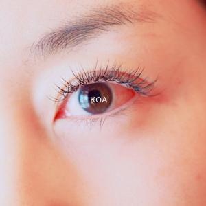 アップリフティングラッシュ®は左右の目の形状の違いも関係なし♪
