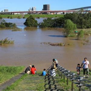 台風が過ぎた後の荒川