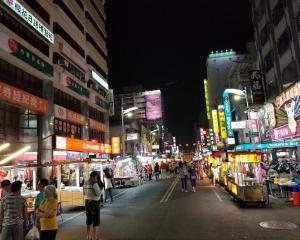 高雄・六合夜市近くのスロット店情報【台湾】
