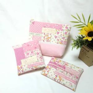 ピンクの花柄パッチワーク柄で、サニタリー3点セット (*^▽^*)♪