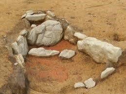 4000年前の三角おにぎり!!縄文製鉄の赤い炉址