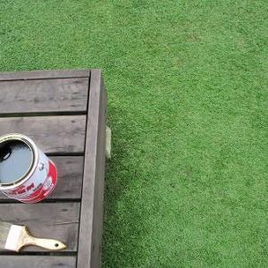 延び延びになっていた木部の防腐剤塗りを行う