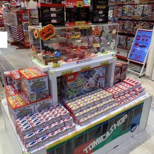 【店舗状況】トミカショップ東京駅店 光岡 ロックスター(初回特別仕様)が展示中!/トミカショップオリジナル マツダ RX-7は在庫豊富/組立工場はメルセデスベンツ SLS AMG