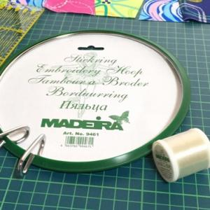刺繍枠と透明糸♪