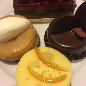 お気に入りのケーキとチョコレートで誕生日