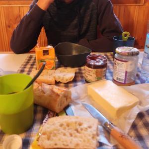 イズラン峠(2770m)の日の出と朝ご飯