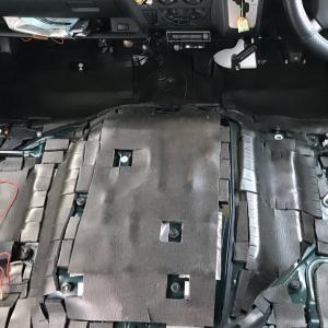 ハイエースの防音断熱加工・運転席&助手席編その2