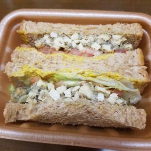 韓国「コンビニCU、植物性バジルペースト&豆腐クランブルサンド」