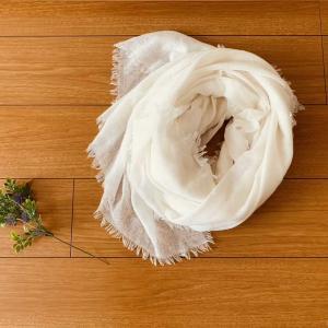カシミアストールはいつまで使える?春夏の冷え対策におすすめの薄手大判ストール