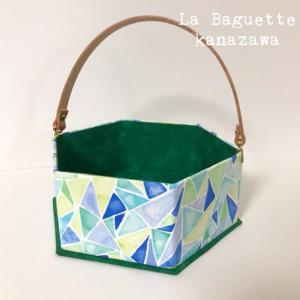水色と緑の六角形バスケット