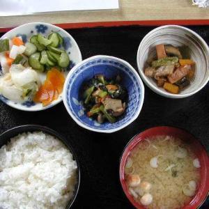 昼の特別メニュー、漬物定食だーーい!