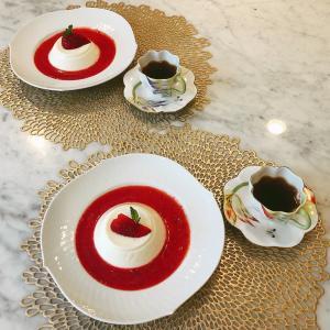 【お家カフェ】ミルクプリンの苺ソース添え