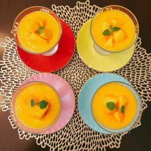 ミルクプリンの黄桃ソース