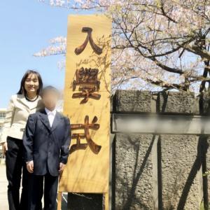 【春ですね】桜咲く中での入学式