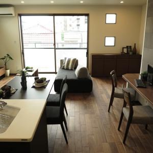 背なしソファなのでお部屋を広く見せることができます!2階がLD空間という特徴を活かす家具の配置術