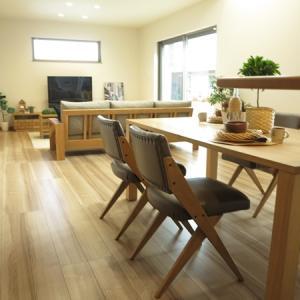 重厚感のあるデザインのチェアを中心に家具をセレクトしたコーディネート事例!