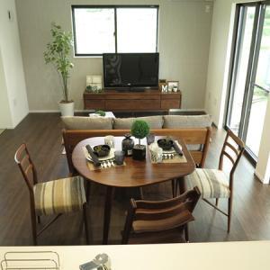 ソファとダイニングテーブルをくっつけて設置!コンパクトなLD空間を活かす家具の配置術を提案