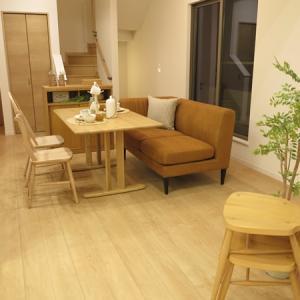 斜めの壁を活かすソファの配置術!ソファをそのままダイニングで使用できれば…使い方が広がる家具選び