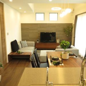 6帖のリビング空間に大きなソファを設置してもリビングが広く感じる家具の配置術をご紹介!