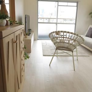 16帖のLDKに家具を提案!ホワイト色の木目の床にホワイトナチュラルカラーの家具を中心にコーデ