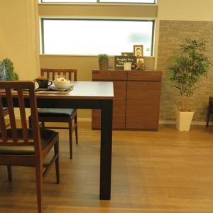 窓下のスペースに家具を置く場合、カーテンの丈下が何センチかを確認してください!