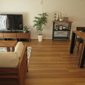 イタリアンウォールナット柄の床に相性がいいウォールナット無垢材の家具!