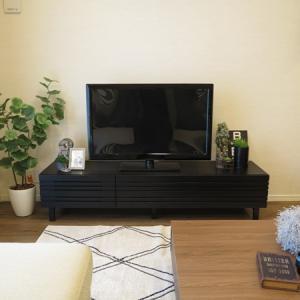 BIGJOYオリジナルテレビボードをご紹介!ブラック色の格子デザインTVボードを提案したコーデ