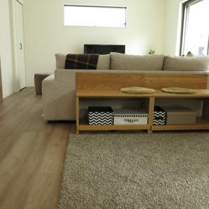 広いリビングにお勧めな家具の配置術!ソファ後ろにベンチ型収納家具を提案しキッズスペースをつくる!