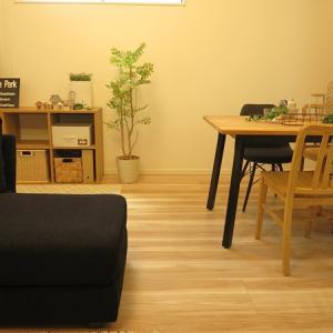 間取を活かす家具の配置提案!広いリビングを活かしソファ後ろに広いキッズスペースを提案したコーデ