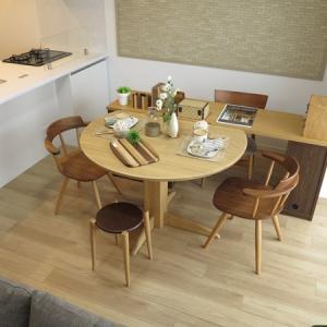 デスクを壁に沿って配置しない!半円形のダイニングテーブルと組み合わせるユニークな家具の配置術