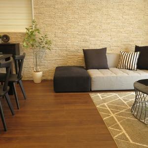 大きなソファを置くとお部屋が狭くなってしまうかな?と心配の方におススメなソファの組合せ!