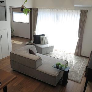 【ユニークなソファの活用術】リビングの使い方に合わせてソファを組み替える家具の配置術を提案!