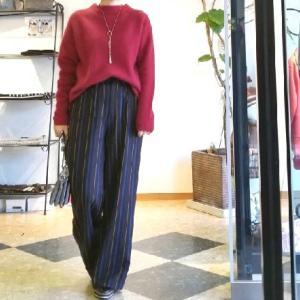 モフモフ軽いラクーンのニット あったかボルドーのセーター