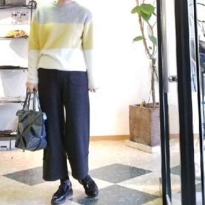 優しい色合いのニットセーター ふんわりスリートーン