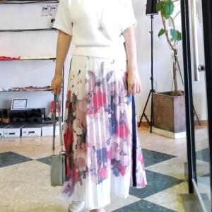 白を合わせたくなる絵画のようなプリントスカート