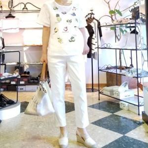 綺麗な刺繡のTシャツ 麻の白と美味しそうなフルーツ