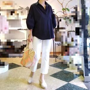 ふくらはぎをカバーして足を綺麗に見せる白いクロップドパンツ &サマーセール
