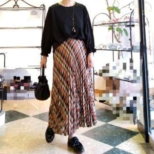 秋色のプリーツスカート 50代からのファッション 好きな物は諦めない