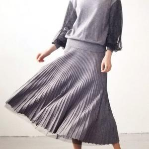 ニットとチュールのリバーシブルスカートはコーディネートの軸になる