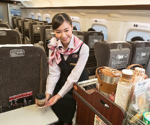 【軽減税率】1万円以上のおせちは要注意。機内販売のスナック菓子は8%、 アイスクリームは10%