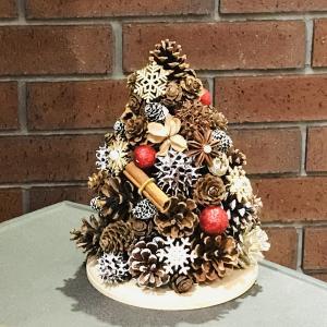 木の実とスパイスのクリスマスツリーを作りませんか