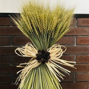 麦のスパイラルブーケに木の実のミニブーケ