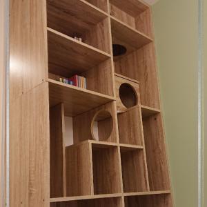 本棚を壁に固定する