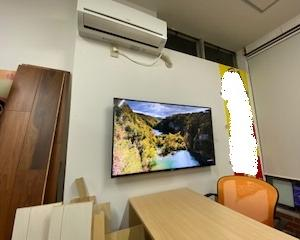 当店の常識=壁掛けテレビは配線を見せない【BRAVIA】